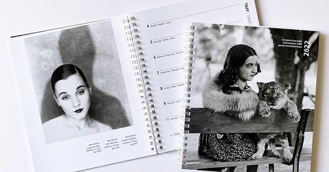 Collage aus dem Coverbild und aufgeschlagenen Seiten des Fotokalenders 2022